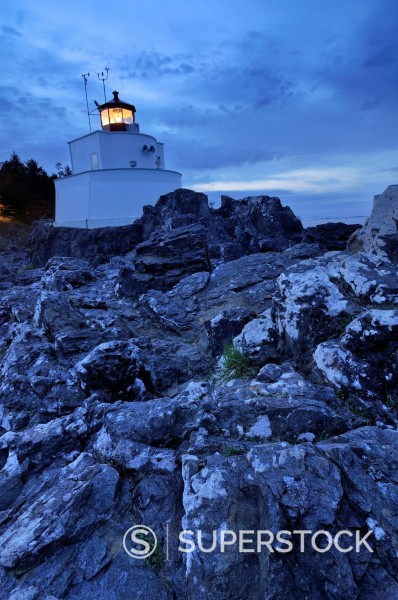 Stock Photo: 1669-33170 ucluelet lighthouse on vancouver island