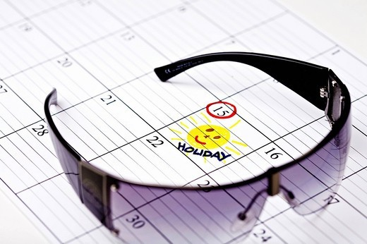 still life of sunglasses with holiday marked in calendar : Stock Photo