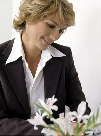 businesswoman looking at display of her mobile : Stock Photo
