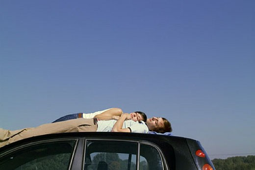 Stock Photo: 1669R-2887 young couple sleeping on car top