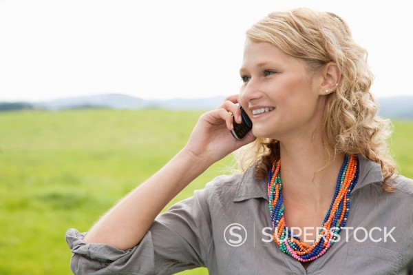 portrait of young woman talking on mobile phone : Stock Photo