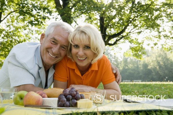 Stock Photo: 1669R-4455 portrait of happy couple having picnic in park