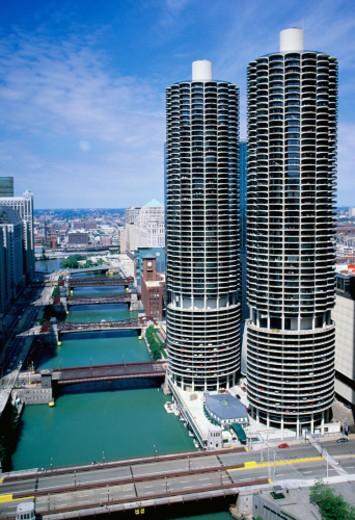 USA, Illinois, Chicago, Marina City District, Chicago River and bridges : Stock Photo