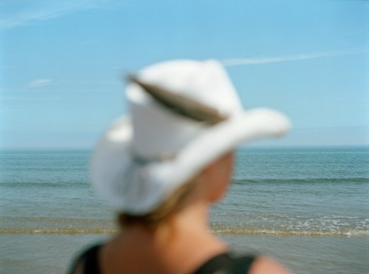 Woman wearing white hat, rear view, differential focus : Stock Photo