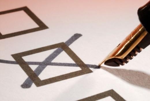 Fountain pen marking checkbox, close-up : Stock Photo