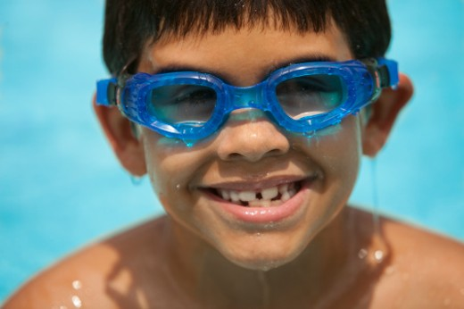 Stock Photo: 1672R-31510 Hispanic six-year-old in pool with goggles