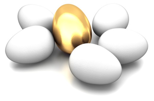 A golden egg with 5 other plain eggs. : Stock Photo