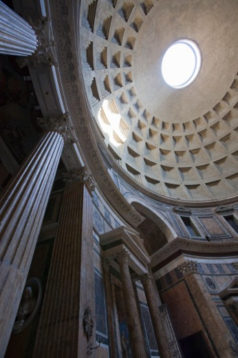 A shaft of light through the oculus in the centre of the dome of the Pantheon : Stock Photo