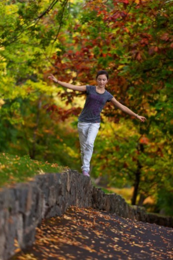 Stock Photo: 1672R-37524 Walkin' the Edge