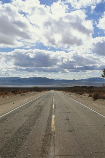 Stock Photo: 1672R-4113 USA, California, near Amboy, clouds over Amboy Road in desert