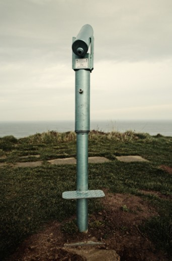 Stock Photo: 1672R-41689 Telescope by sea