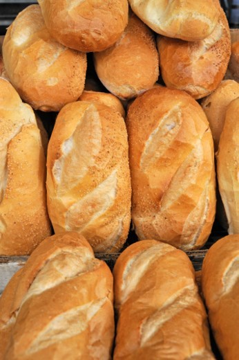 Stock Photo: 1672R-46000 French style bread on display