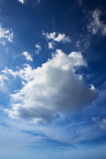 Stock Photo: 1672R-49381 Dark cloud directly overhead