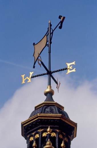 Weather vane against blue sky in Victoria, Westminster London SW1, England  : Stock Photo