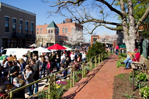 Residents enjoy the saturday morning Farmers Market on the square in downtown Fayetteville, Arkansas : Stock Photo