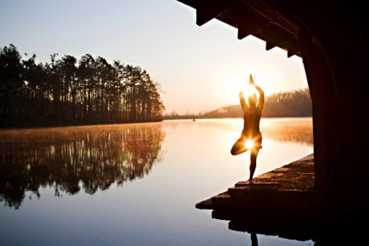 Woman does her yoga practice in nature : Stock Photo