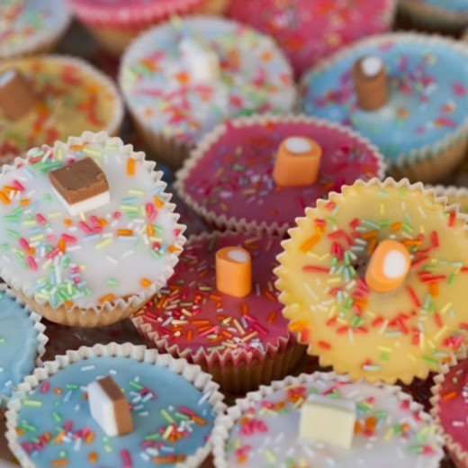 Stock Photo: 1672R-56720 Close up of fairy cakes