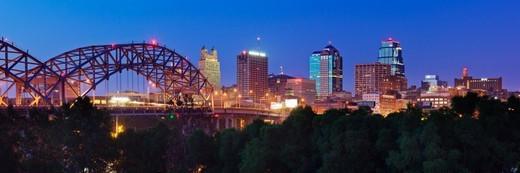 Stock Photo: 1672R-58123 Kansas City Skyline