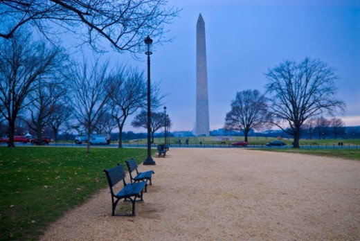 Stock Photo: 1672R-63776 The Washington Monument in winter
