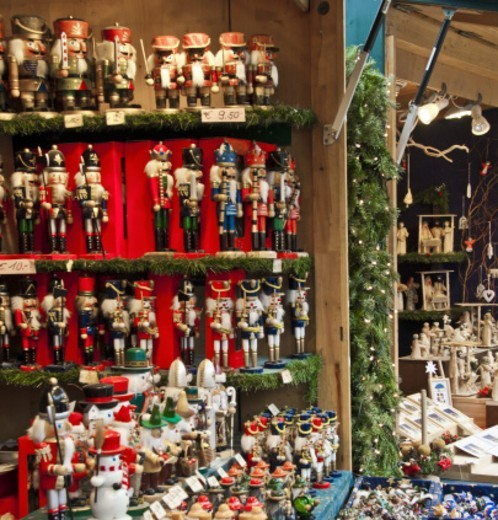 Stock Photo: 1672R-68089 Christmas market stall, Schonbrunn Palace, Vienna