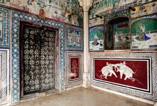 Stock Photo: 1672R-68566 Old murals in Bundi. Rajasthan, India