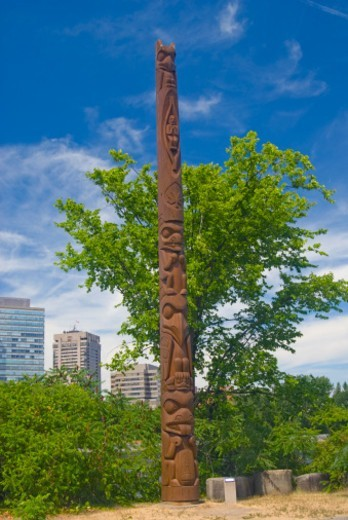 Tradional totem pole on Victoria Island, Ottawa : Stock Photo
