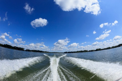 Stock Photo: 1672R-74911 Speedboat wake on  Lake Minnetonka, Minnesota