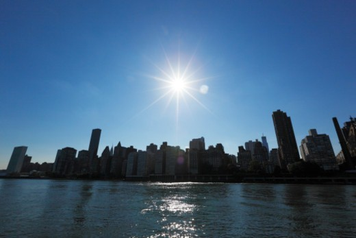 Stock Photo: 1672R-76299 Sun shining over the Manhattan skyline
