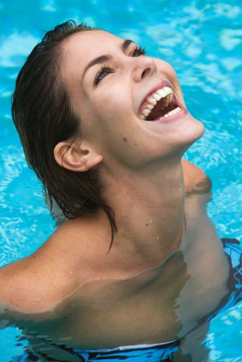 Stock Photo: 1676-118 Close-up of a young woman looking up in a swimming pool
