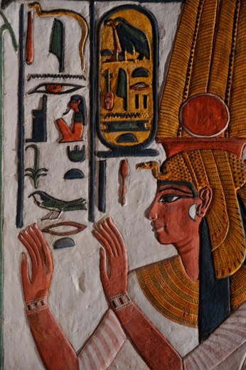 Stock Photo: 1701R-50162 Nefertari wearing two long feathers over a vulture headdress of gold.