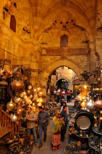 Khan el-Khalili, a major souk in the Islamic district of Old Cairo. : Stock Photo