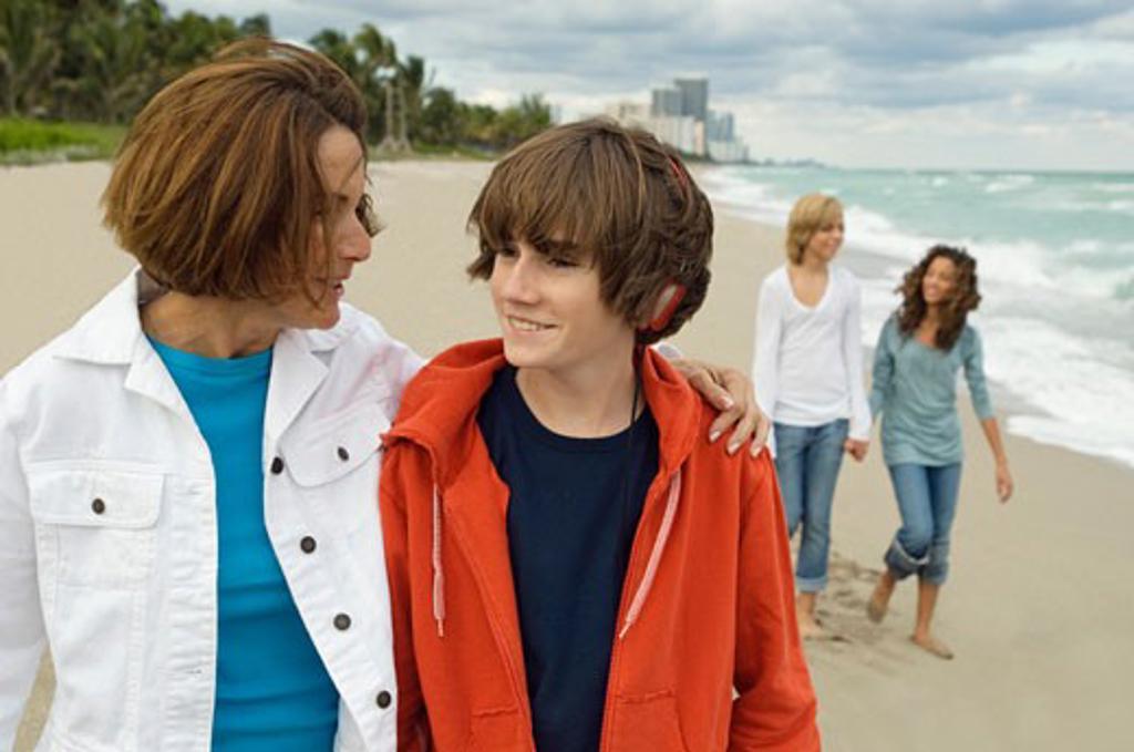 Stock Photo: 1738R-12017 Family on the beach