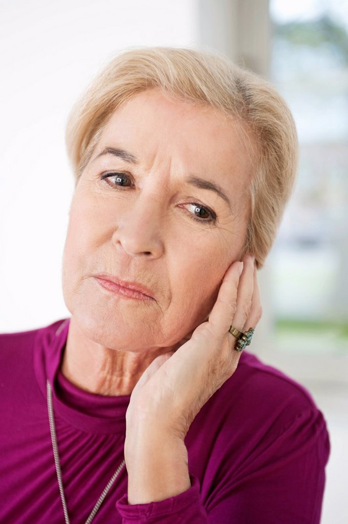 Stock Photo: 1738R-18077 Close_up of a woman suffering from a toothache