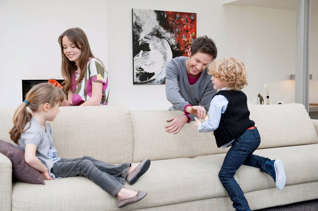 Stock Photo: 1738R-19170 Family in a living room