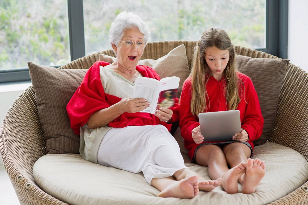 Senior woman and her granddaughter looking surprised : Stock Photo