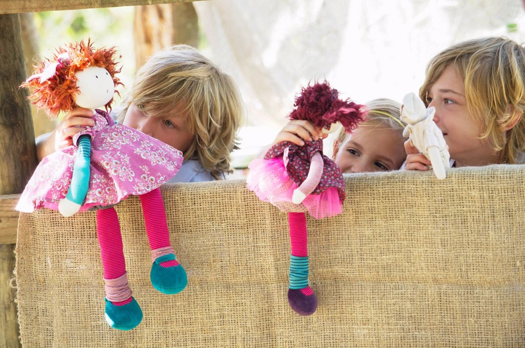 Children playing with toys in tree house : Stock Photo