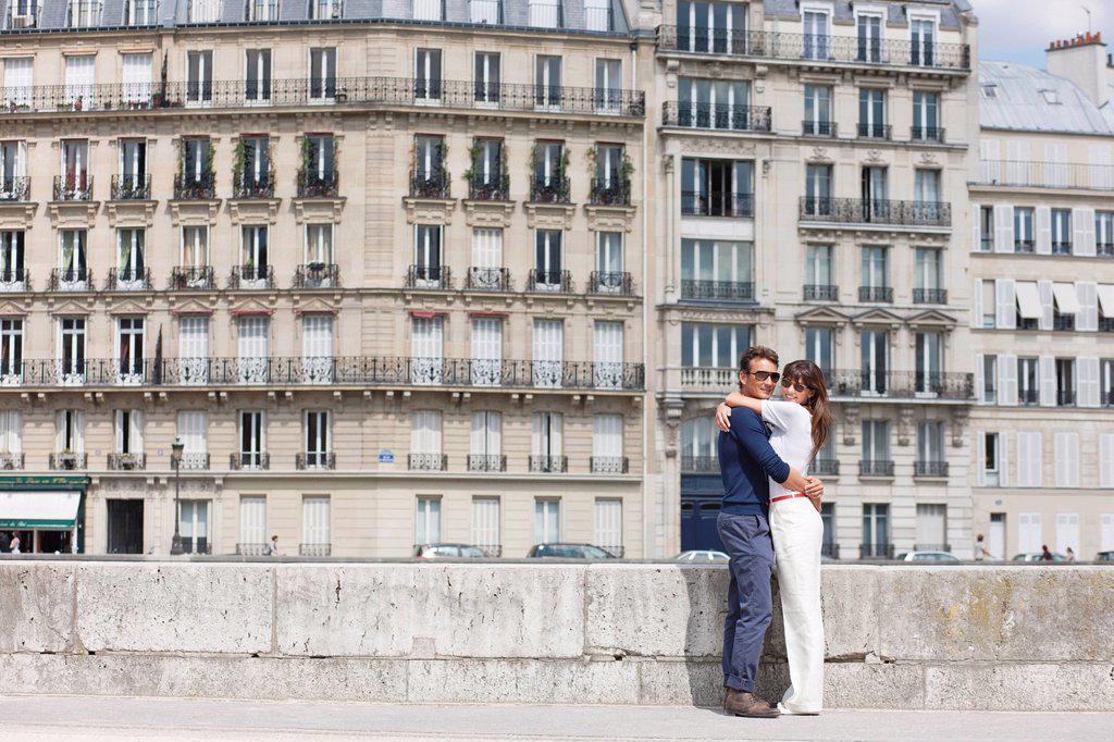 Romantic couple, Paris, Ile_de_France, France : Stock Photo