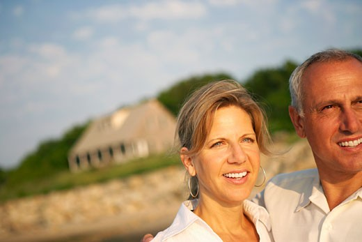 Close-up of a mature couple looking away and smiling : Stock Photo