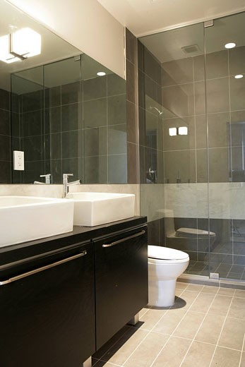 Stock Photo: 1742-10144 View of a modern bathroom