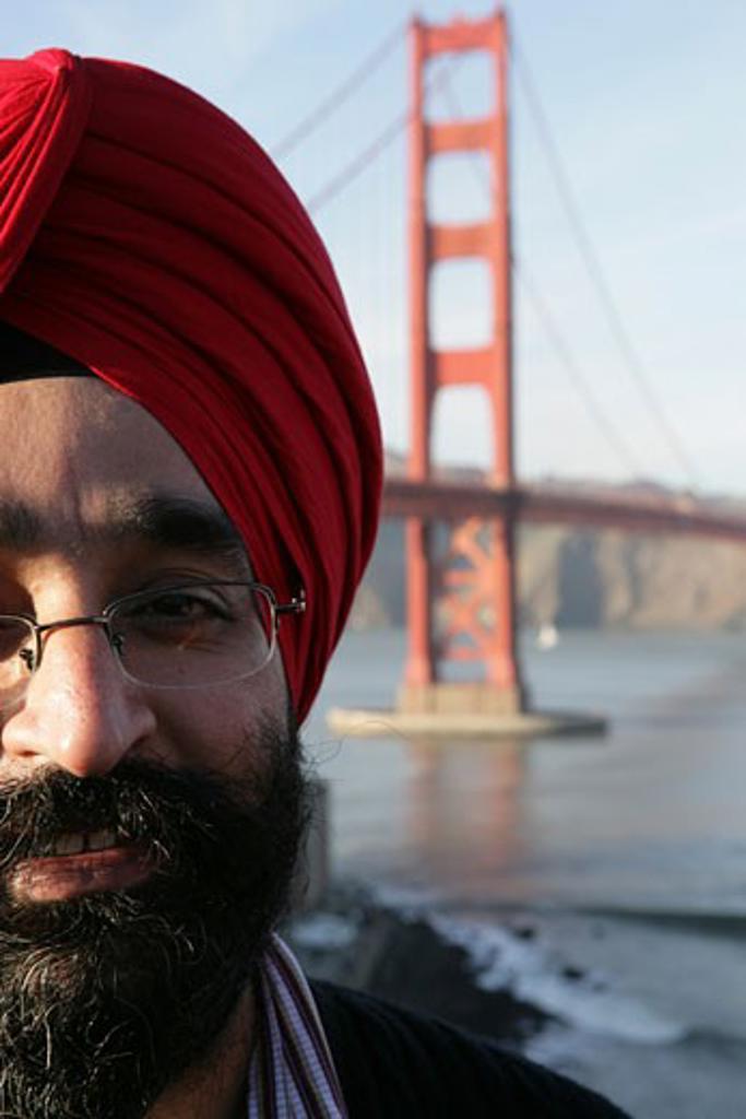 Man wearing a turban near the Golden Gate Bridge : Stock Photo