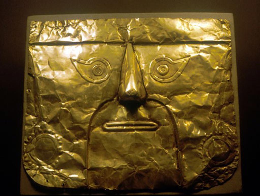 Stock Photo: 1746-1692 Chimu Mask (gold) Peru 1100-1500 AD