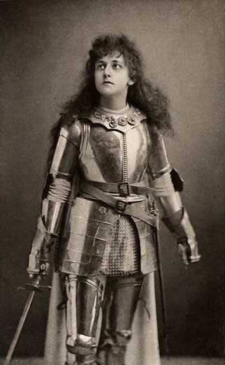 Mary Kingsley as Joan of Arc in the historical play Henry IV Part 1 by William Shakespeare. Alice Maud Mary Arcliffe, (1852-1936), English actress who used the stage name Mary Kingsley. Active in the women's suffrage movement in London from about 1906 : Stock Photo