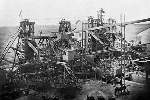Washing plant at De Beers diamond mines, Kimberley, South Africa, c.1900 : Stock Photo
