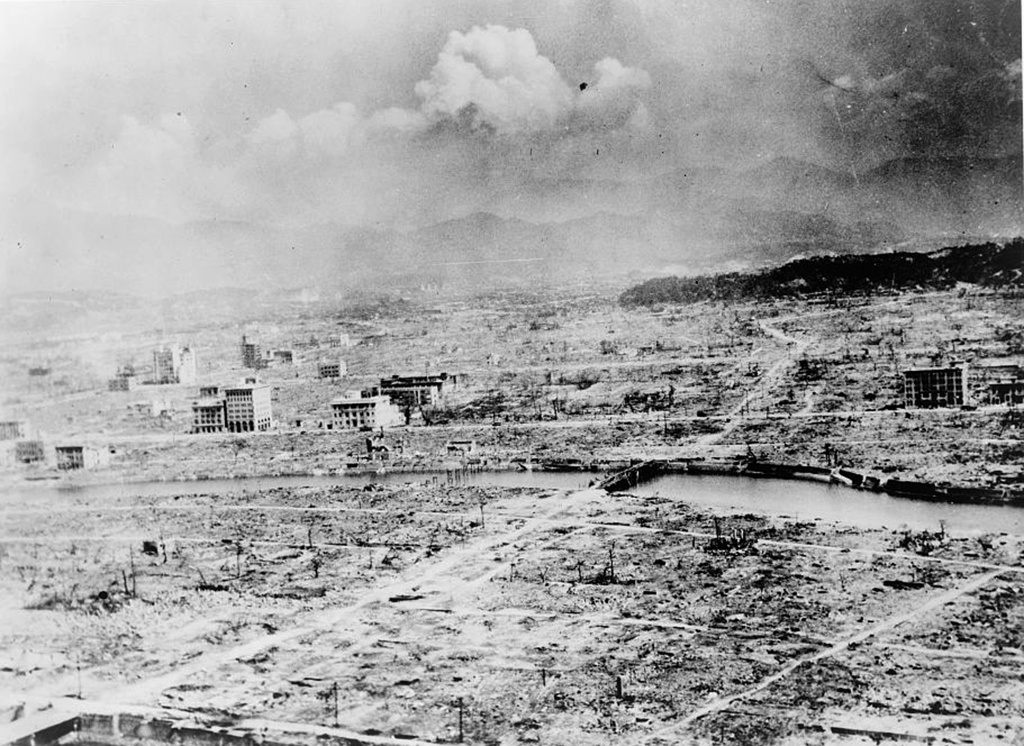 Stock Photo: 1746-3726 World War II 1939-1945: View of the city of Hiroshima, Japan, after the explosion of the atomic bomb, 6 August 1945. US Army photograph. Warfare Nuclear Ruins Destruction