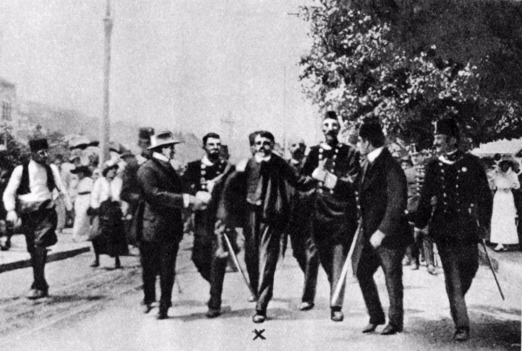Stock Photo: 1746-5133 Assassination of Archduke Francis Ferdinand (Franz Ferdinand) 1863-1914, heir to the Austrian throne, at Sarajevo, 28 June 1914. The arrest on the scene of Gavrilo Princip (1895-1918) the assassin.
