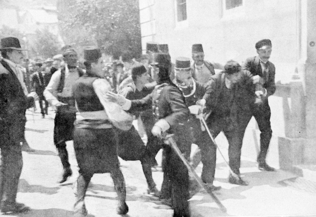 Stock Photo: 1746-5155 Assassination of Archduke Francis Ferdinand (Franz Ferdinand) 1863-1914, heir to the Austrian throne, at Sarajevo 28 June 1914. The arrest on the scene of Gavrilo Princip (1895-1918) the assassin.