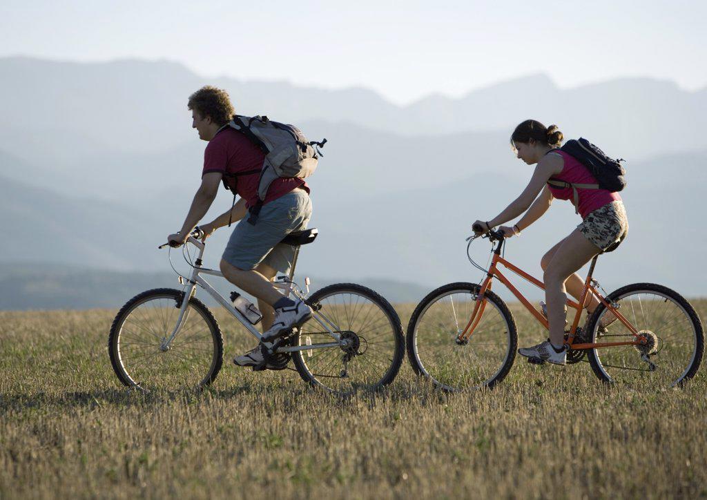 Stock Photo: 1747R-1328 Mountain bikers