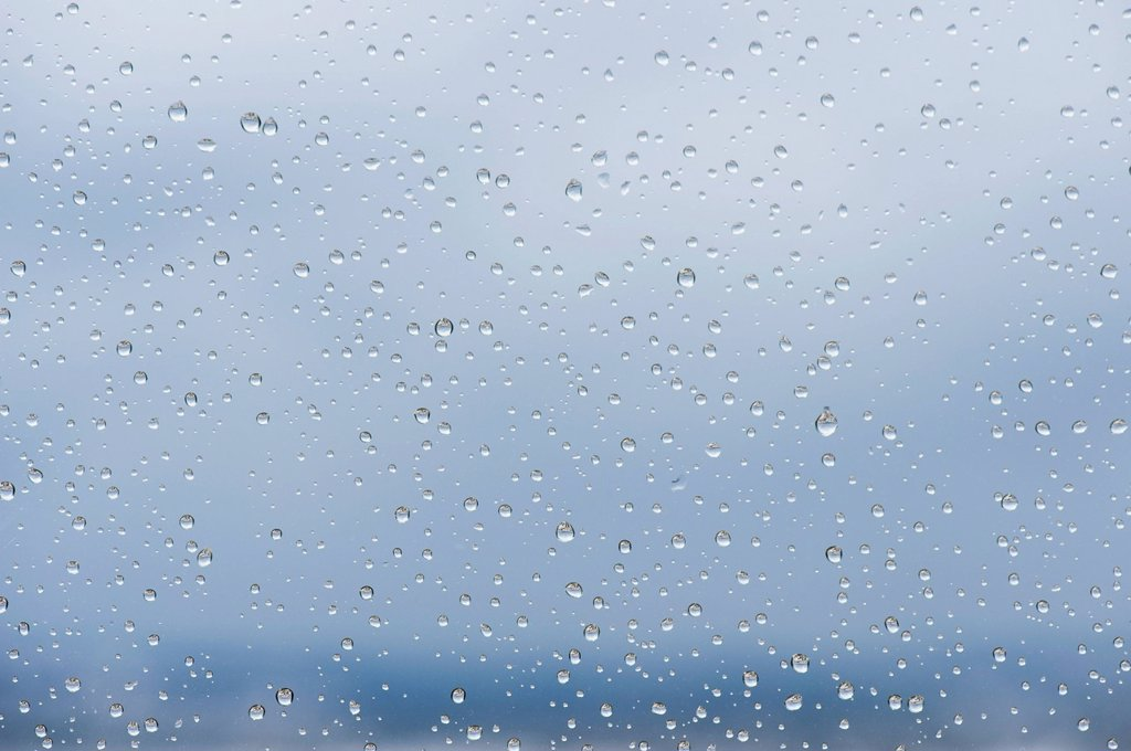 Stock Photo: 1747R-17366 Raindrops on window, close_up