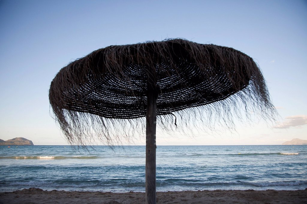 Woven straw beach umbrella : Stock Photo