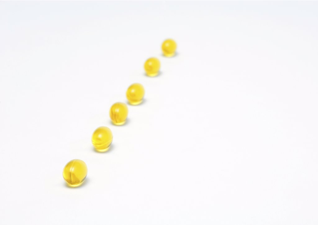 Stock Photo: 1747R-2166 Line of evening primrose oil gelcaps